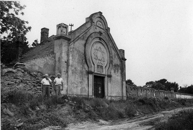 Židovský cintorín v Seredi