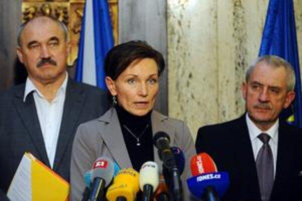 Riaditeľka pražskej nemocnice Dana Jurásková po stretnutí s ministrom zdravotníctva Leošom Hegerom (vpravo).