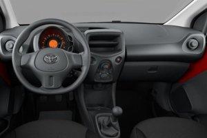 Interiér Toyoty Aygo v základnej výbave za 7 990 eur.