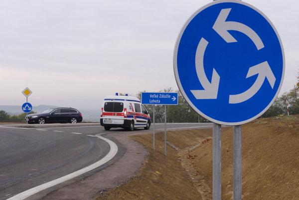 Kruhová križovatka nad Lehotou dovedie obyvateľov okolitých obcí na diaľnicu.