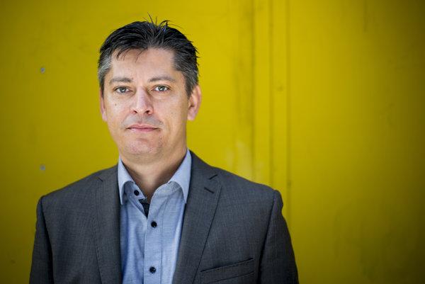 Štefan Norulák je riaditeľom ľudských zdrojov spoločností Arriva, ktoré prevádzkujú mestskú aprímestskú dopravu vNitrianskom, Trnavskom, Košickom aŽilinskom kraji.