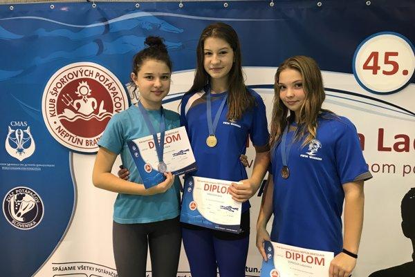 Hana Vasilová a Ľubomíra Sopková na stupňoch víťazov