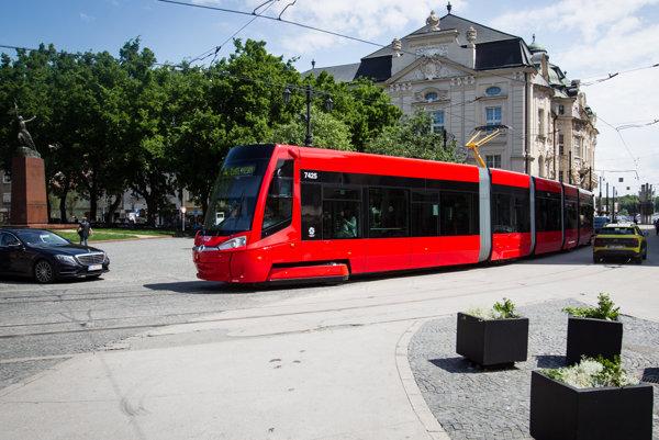 Nové električky pre Bratislavu vyrobila spoločnosť Škoda Transportation.