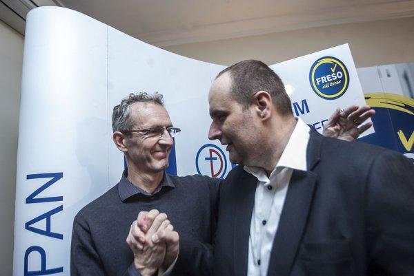 V župných voľbách 2013 oslavoval Pavol Frešo svoje víťazstvo aj s členmi SDKÚ, napríklad Ivanom Štefancom.