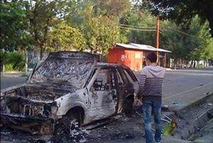 Mladí vzbúrenci podpaľovali autá.