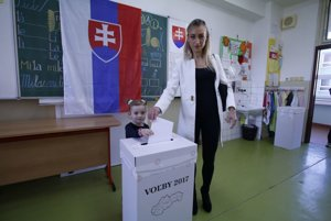 Hlasovací lístok vhodila do urny dcéra Petry Hajšelovj, Chiara.