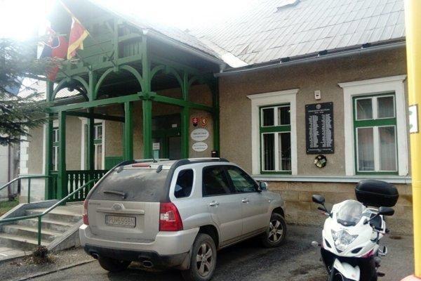 Volebná miestnosť je aj na obecnom úrade.