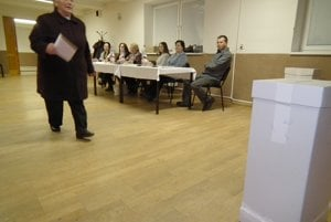 Voľby v Zábiedove, zatiaľ je účasť zhruba 18 percent.