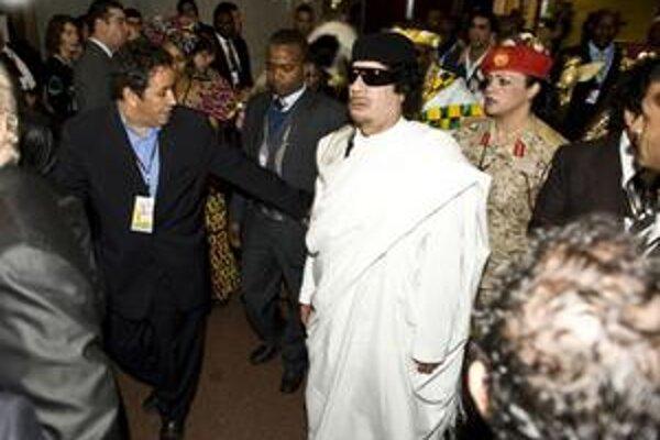 Kaddáfí v rozlúčkovom prejave opäť vyzval afrických lídrov, aby začali proces politického zjednotenia.