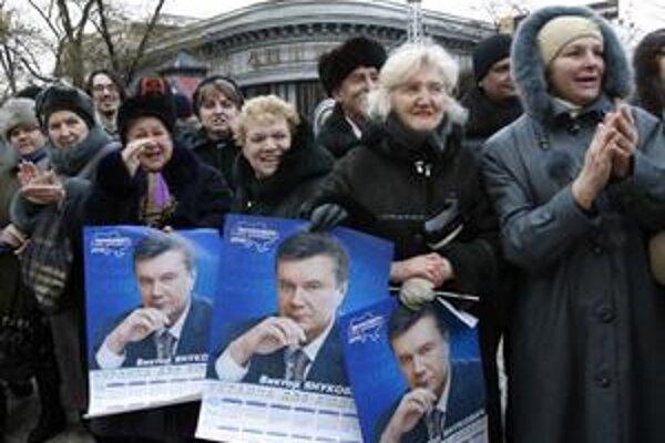 Pred piatimi rokmi protestovali Ukrajinci proti Janukovyčovi, dnes oslavujú jeho víťazstvo.