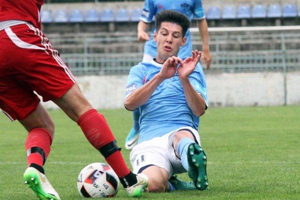 Patrik Šurnovský pečatil výhru rezervy FC Nitra z penalty.