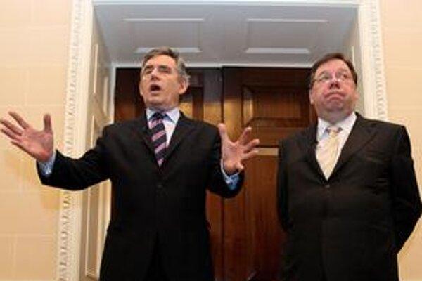 Britský premiér Gordon Brown (vľavo) so svojím írskym kolegom Brianom Cowenom