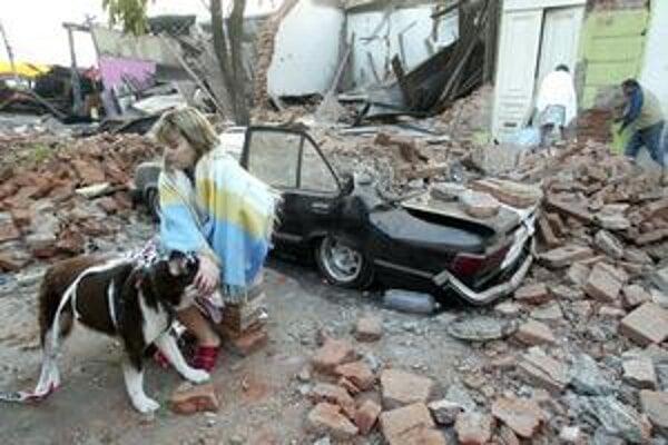 Zemetrasenie mohlo zasiahnuť až dva milióny ľudí, najmenej štyri stovky ich zabilo. Po otrasoch sa na mnohých miestach objavili prípady rabovania.