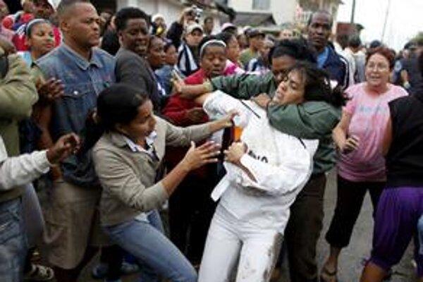 Proti protestujúcim ženám kubánska polícia tvrdo zasiahla. Osem z nich museli ošetriť v nemocnici.