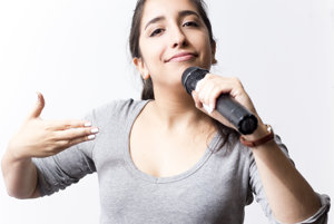 Nastaran Alaghmandan Motlagh alias stand-uperka Nasi.