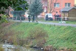 Ešte dve hodiny po nahlásení nálezu bolo telo muža neďaleko miesta, kde ho našli.