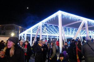 Osvetlený pavilón dotváral atmosféru vianočného námestia už vlani.