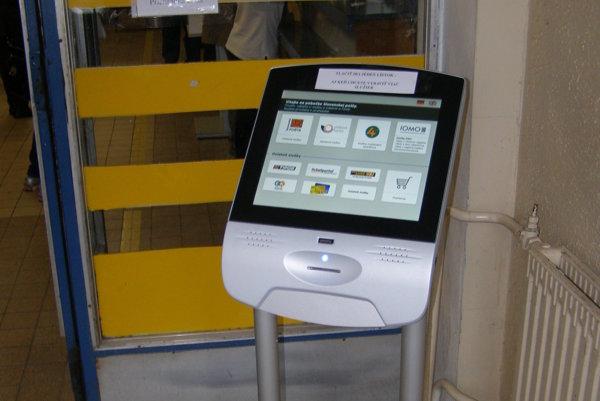 Automat je umiestnený vo vstupnom vestibule.