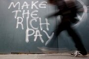 """""""Nech platia bohatí."""" Mnohí Dublinčania z recesie vinia finančníkov."""