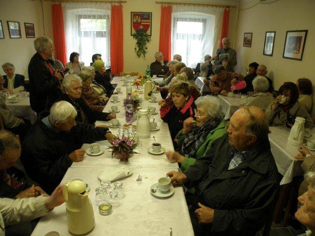 Stretnutie sa konalo v Dome stretávania Karpatskonemeckého spolku v Handlovej.