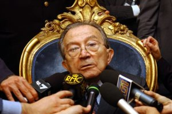 Pán Taliansko, ako ho prezývali zahraniční novinári, akoby naozaj bol nesmrteľný. Len v stredu 14. januára oslávil doživotný senátor svoje 90. narodeniny.