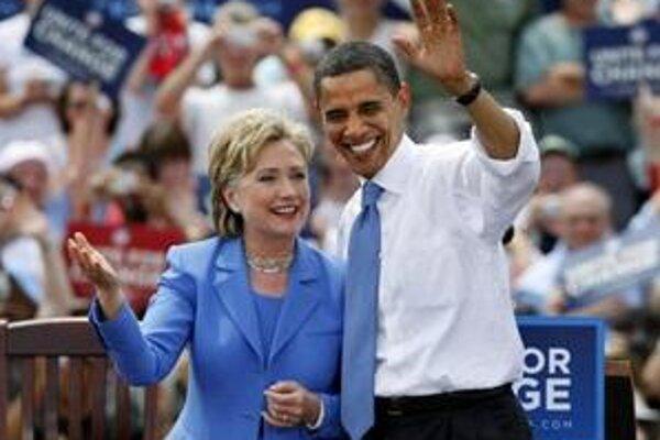 Obama so svojou niekdajšou konkurentkou, teraz ministerkou v jeho vláde Hillary Clintonovou.