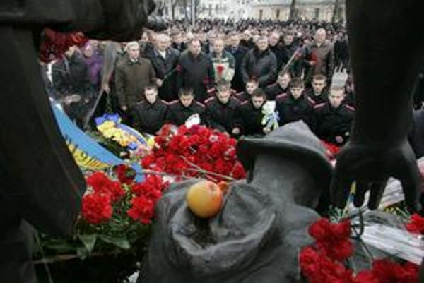 Rusi tvrdia, že neboli okupanti a bojovali lepšie ako dnes Američania. Na viac ako 13tisíc sovietskych obetí desaťročnej vojny včera spomínali v Kyjeve.