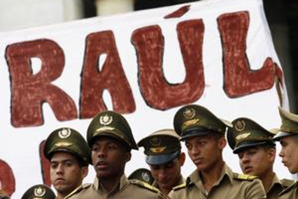 Už rok je kubánskym prezidentom  Raúl Castro, hoci nesmrteľným vodcom Kuby ostáva jeho brat Fidel Castro.