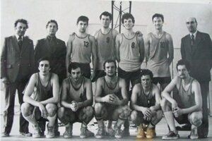 Muži Michaloviec vsezóne 1979/80, Feňák je vpravo hore.