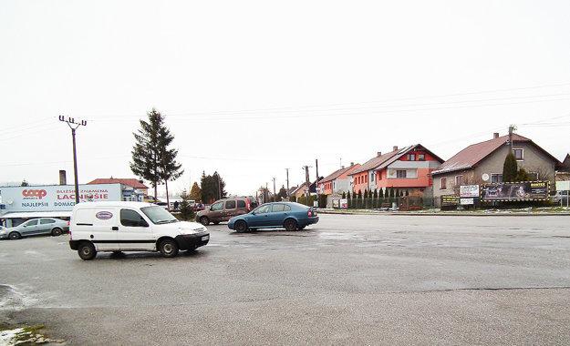 Na križovatke v Zubrohlave sa dá ísť mnohými smermi. Zaraďovanie sa je náročné.