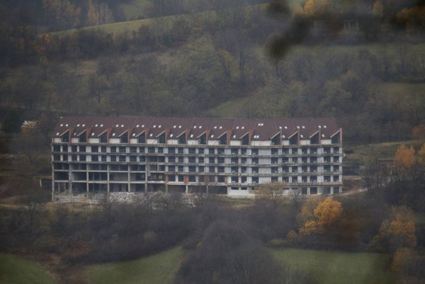 Budova, v ktorej mali kedysi vzniknúť aj apartmány.