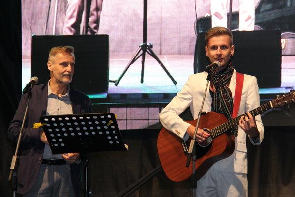 2muzicisti - zľava Igor Šimeg a Marek Kutnár.