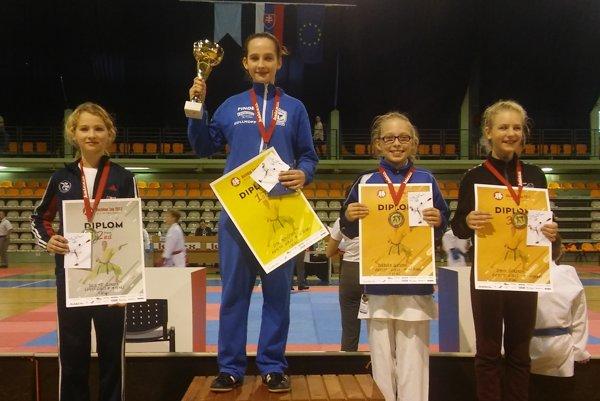 Druhá sprava na 3. mieste je Barbora Glatzová.