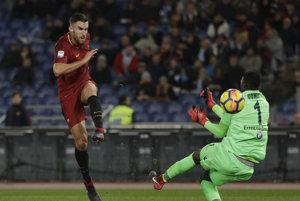 Kevin Strootman strieľa druhý gól AS Rím.