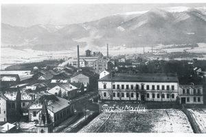 Záber z kostola zachytáva Bernolákovu i Kohútovu ulici, kde okrem Grossmanovho domu vidíme i vežičku, kde tvoril Štefunko (vľavo dole).