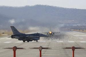 Stíhačky F-16 na spoločnom americko-kórejskom leteckom cvičení.