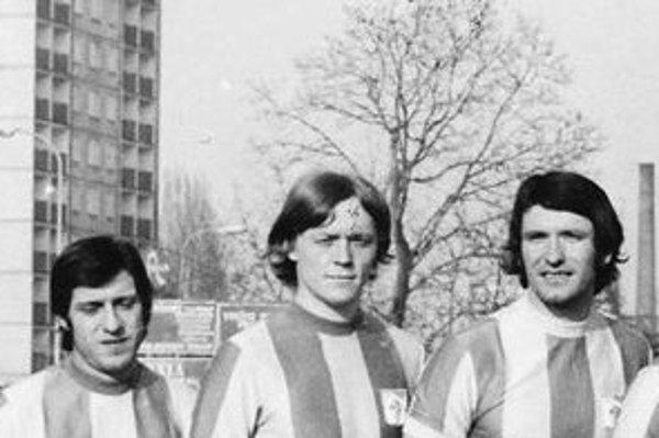 Futbalisti VSS Košice v roku 1973. Vľavo Ján Strausz, vpravo Dušan Galis.