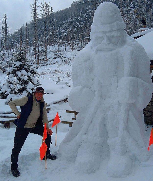 Chatár Peter Petras pri snehovom Mikulášovi.