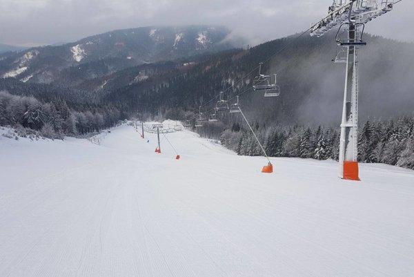 Snehu je dostatok aj na Skalke.