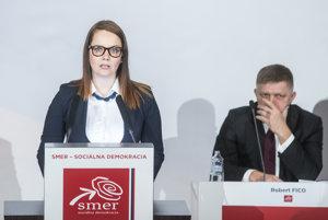 Predsedníčka Mladých sociálnych demokratov Martina Jarošová Gašparová reční na sneme Smeru.