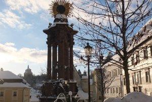 Dekorácia pribudla aj na fontáne na Námestí Matice slovenskej.