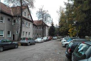 Parkovanie v ZUŠ dnes.