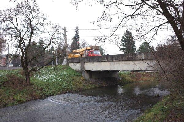 Most je v zlom stave, rekonštrukcia sa ale odkladá.