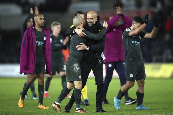 Hráči Manchestru City sa radujú z ďalšieho víťazstva.