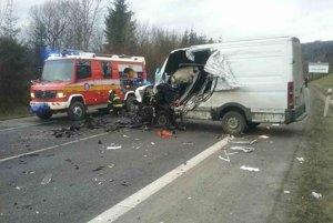 Hasičom dnes ráno ohlásili dopravnú nehodu dvoch vozidiel na štátnej ceste I/11 pred tunelom Horelica v smere od Krásna nad Kysucou, v katastri obce Oščadnica.
