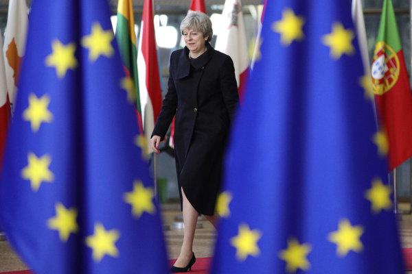 Theresa Mayová na ceste z Európskej únie.