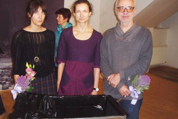 Fotografky Jana Gombiková, Zuzana Janíček Muranicová v spoločnosti fotografa Kamila Vargu.