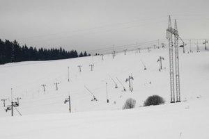Na snímke pohľad na kopec v lyžiarskom stredisku Snow Park Lučivná.