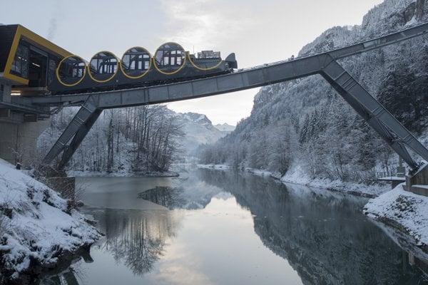 Švajčiari otvorili najstrmšiu lanovku na svete.