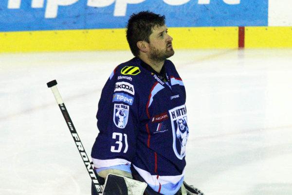 Brankár HK Nitra Michal Valent sa teší z pozvánky do reprezentácie. Tréner Cíger ho povolal na turnaj do Švajčiarska.